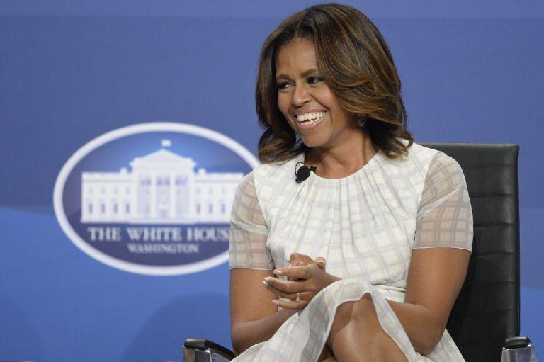Διαψεύδει τις φήμες περί καθόδου στην ενεργό πολιτική η Μισέλ Ομπάμα | tovima.gr