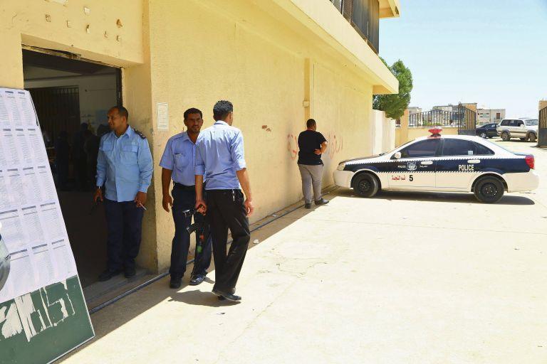 Ομηρία σε πολυτελές ξενοδοχείο στη Λιβύη – Τρεις φρουροί νεκροί | tovima.gr