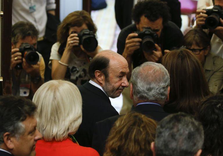 Ισπανία: Εγκαταλείπει την πολιτική ο αρχηγός των Σοσιαλιστών | tovima.gr