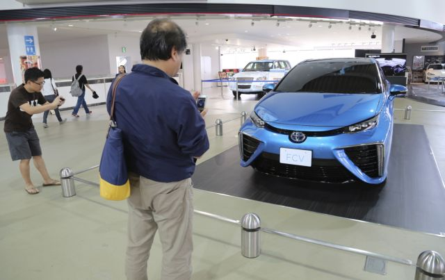 Toyota: Πλήθος πράσινων δεσμεύσεων, αλλά όχι ηλεκτροκίνηση | tovima.gr