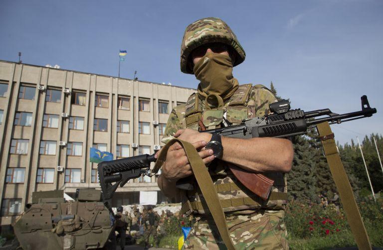 Ο ουκρανικός στρατός εξακολουθεί να επιχειρεί για την ανακατάληψη του Ντόνετσκ | tovima.gr