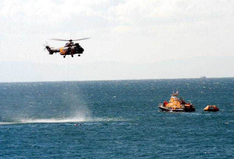 Κάλυμνος: Καταδίωξη παράνομων μεταναστών από το λιμενικό   tovima.gr