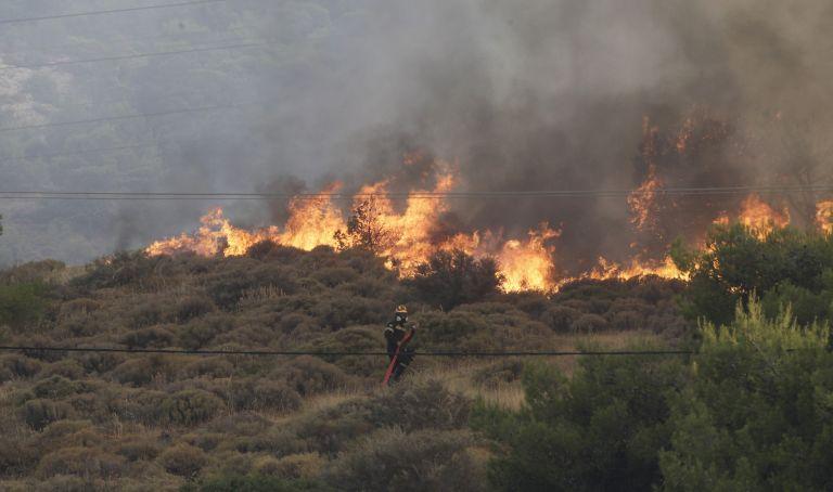 Κρήτη: Ανεξέλεγκτη φωτιά στην Ιεράπετρα | tovima.gr