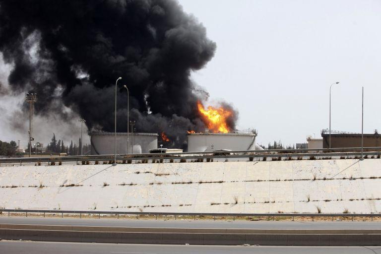 Νέες συγκρούσεις γύρω από το διεθνές αεροδρόμιο της Τρίπολης | tovima.gr