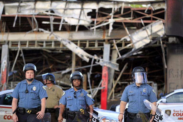 ΗΠΑ: Αρχίζει ευρεία έρευνα για την αστυνομία του Φέργκιουσον | tovima.gr