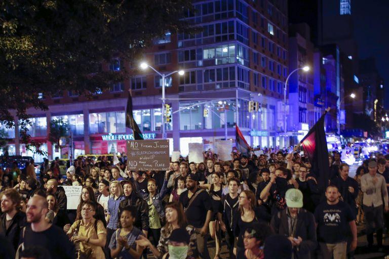 Αρχίζει η απόσυρση της Εθνοφρουράς από το Φέργκιουσον | tovima.gr