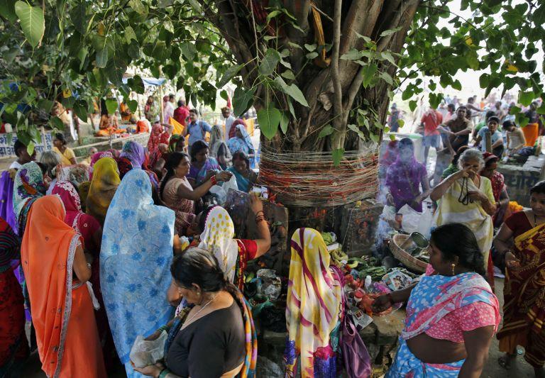 Ανθρωποι ποδοπατήθηκαν μέχρι θανάτου σε ναό της Ινδίας | tovima.gr
