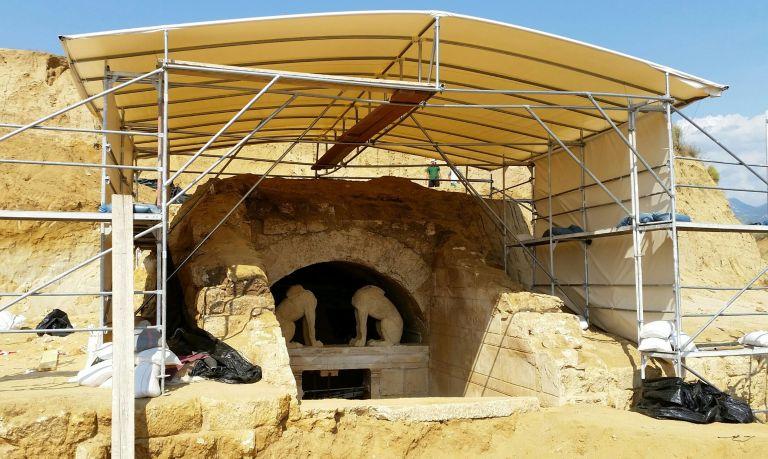 Εκτακτοι αρχαιολόγοι: Η ανασκαφή στην Αμφίπολη έχει μετατραπεί σε ριάλιτι | tovima.gr