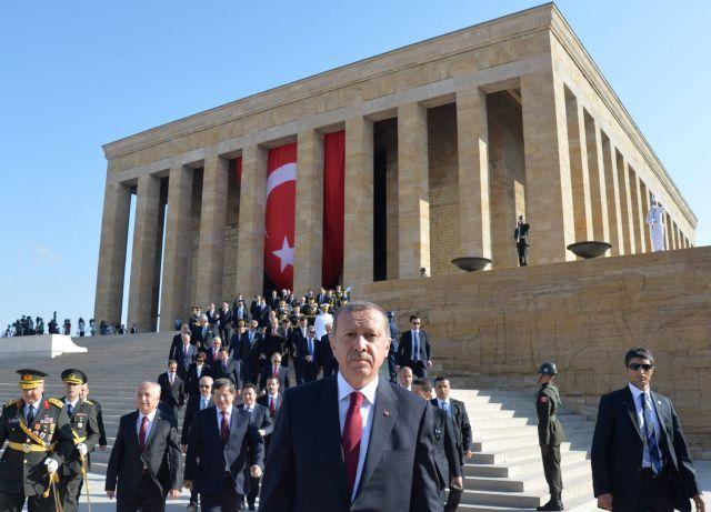 Δεν εμπιστεύονται την κυβέρνηση και τους θεσμούς οι Τούρκοι | tovima.gr