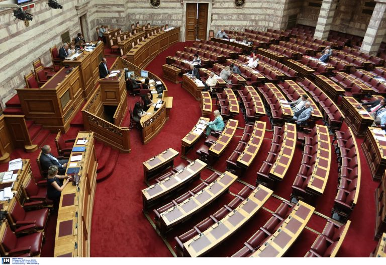 Αντιρατσιστικό: Κατά πλειοψηφία ψηφίστηκαν τα άρθρα του νομοσχεδίου | tovima.gr