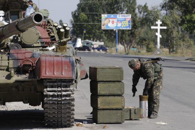 Ουκρανία: Ο στρατός θα αποσύρει βαρύ οπλισμό από τα ανατολικά | tovima.gr