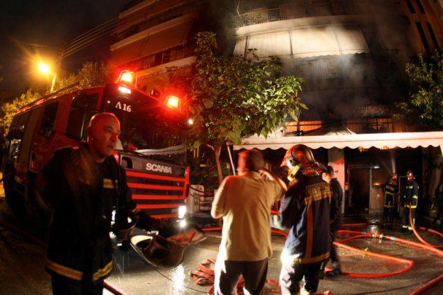 Ποινική δίωξη για τον θάνατο πυροσβέστη σε πυρκαγιά στο Φάληρο | tovima.gr