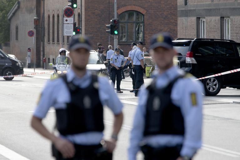Πυροβολισμοί με έναν νεκρό σε δικαστήριο της Κοπεγχάγης | tovima.gr