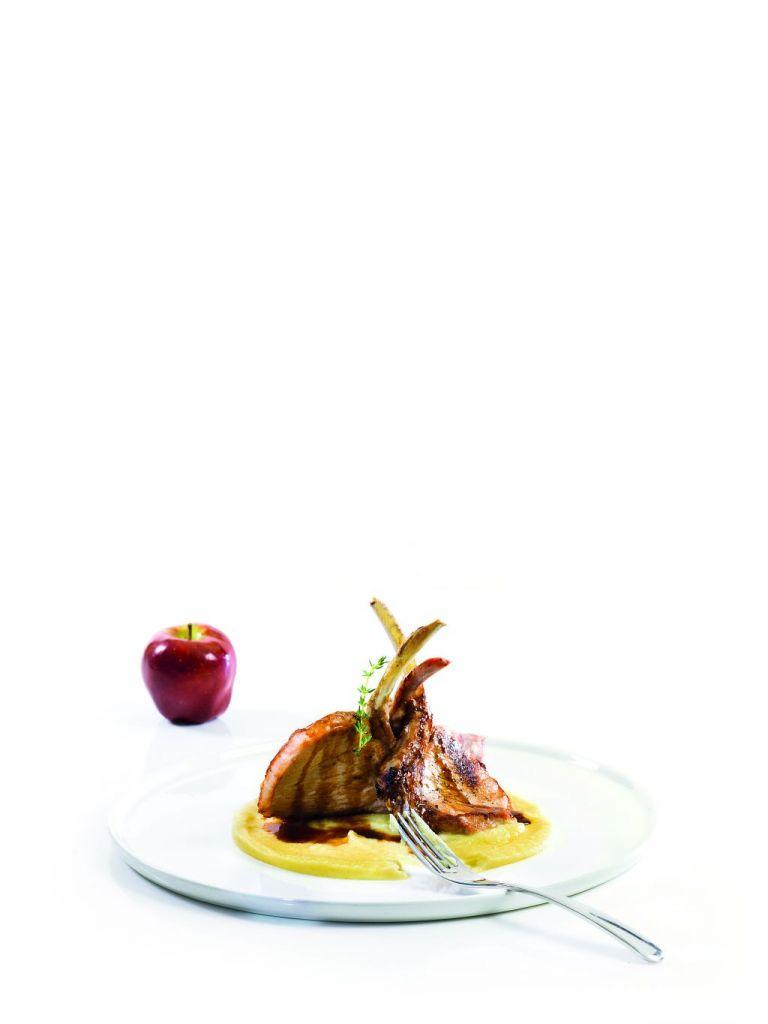 Χοιρινές κοτολέτες με πουρέ μήλου | tovima.gr