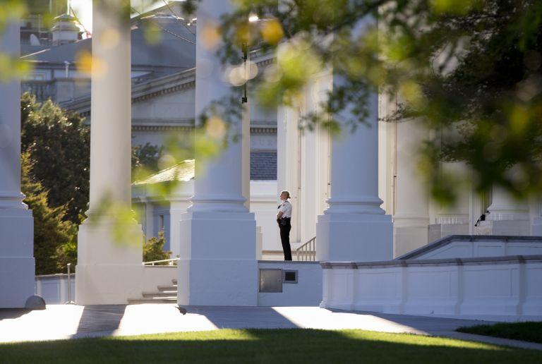 Απαράδεκτη η εισβολή στον Λευκό Οίκο, δήλωσε η ασφάλεια του Ομπάμα | tovima.gr