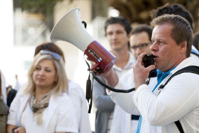 Public hospital employees announce walkout for Thursday | tovima.gr