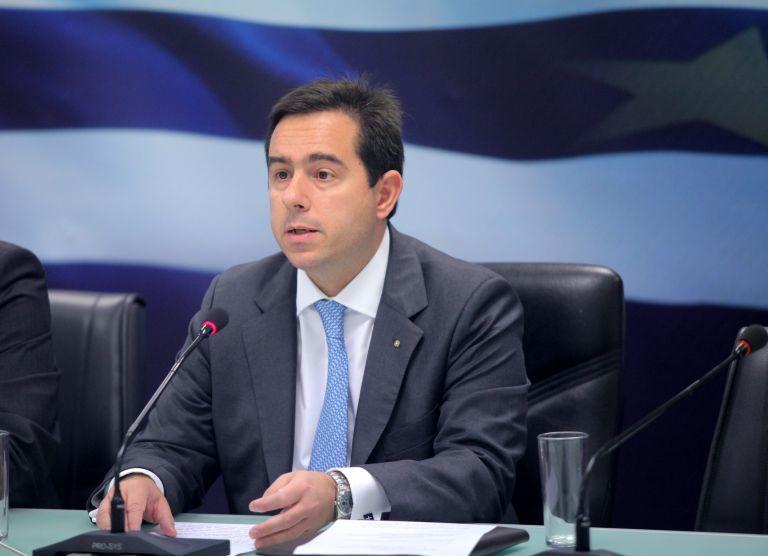 Αποχώρησε ο Μηταράκης από την Εξεταστική διότι αρνούνται στην σύζυγο Στουρνάρα να καταθέσει | tovima.gr