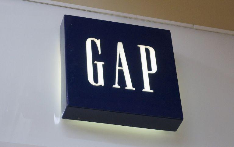 Η Gap ζητά συγγνώμη για ένα μπλουζάκι | tovima.gr