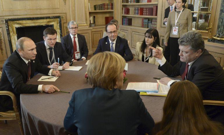 Τηλεφωνική επικοινωνία με Πούτιν και Ποροσένκο είχαν Ολάντ-Μέρκελ | tovima.gr
