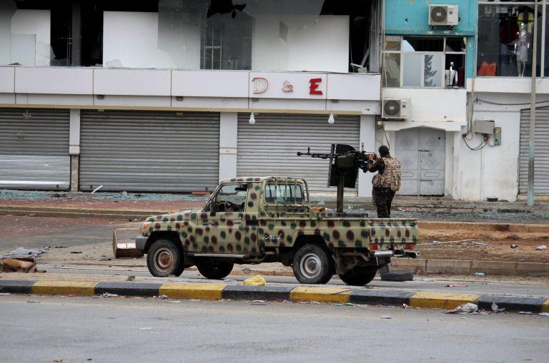 Λιβύη: Οι κάτοικοι εγκαταλείπουν τη Βεγγάζη εν μέσω συγκρούσεων   tovima.gr