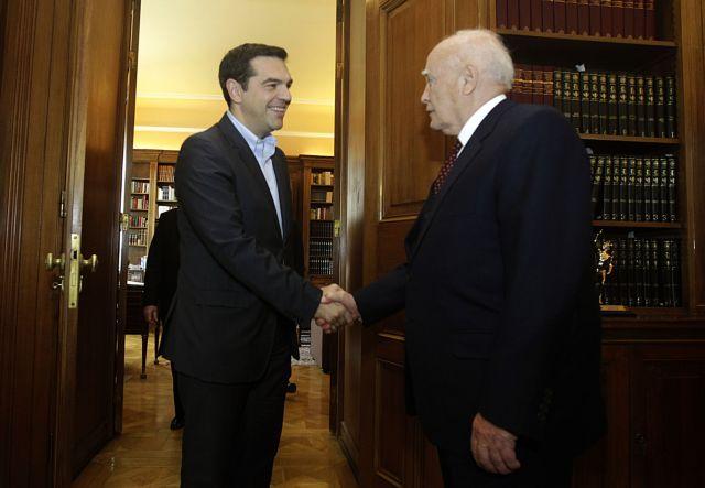 Ο Κάρολος Παπούλιας συνεχάρη τον Αλέξη Τσίπρα | tovima.gr