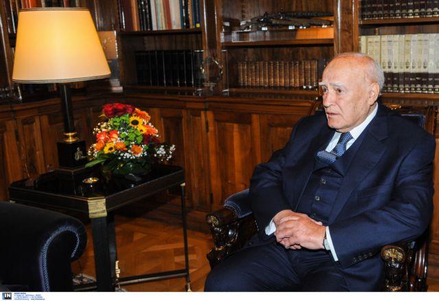 Ασκήσεις συναίνεσης με φόντο τον Πρόεδρο   tovima.gr