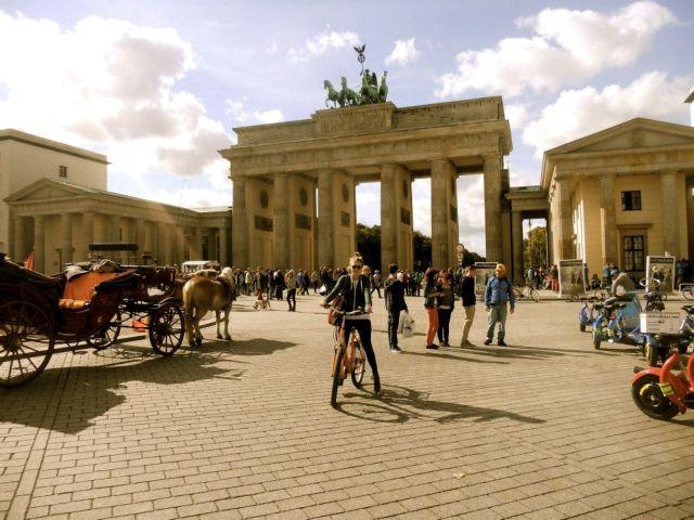 Χτίζοντας την ενότητα στην πόλη του Βερολίνου   tovima.gr
