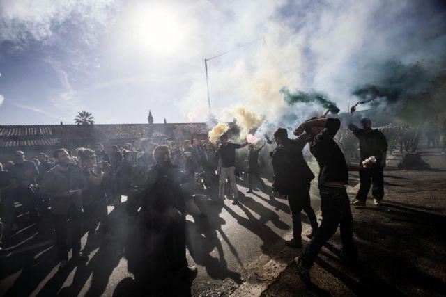 Ιταλία: Κινητοποιήσεις σε 25 πόλεις εναντίον της πολιτικής Ρέντσι   tovima.gr