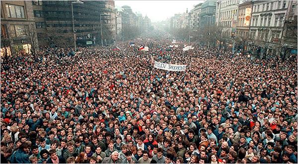 Τσεχοσλοβακία: 25 χρόνια από την Βελούδινη Επανάσταση   tovima.gr