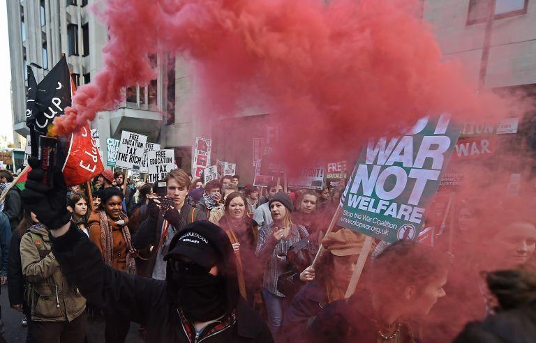 Λονδίνο:Επεισόδια φοιτητών-αστυνομικών κατά τη διάρκεια πορείας   tovima.gr