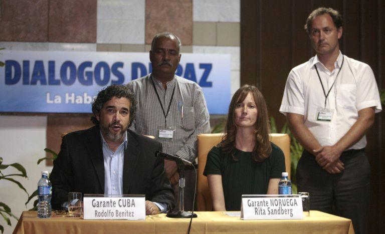 Συμφωνία FARC-Κολομβίας για την απελευθέρωση απαχθέντα στρατηγού   tovima.gr