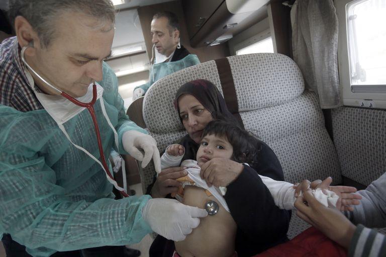 Ιατρική περίθαλψη για τους σύρους πρόσφυγες στο Σύνταγμα | tovima.gr