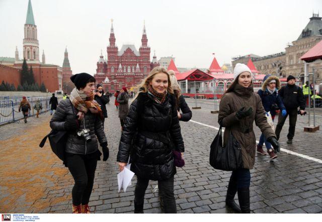 Οι οικονομικές κυρώσεις δεν πτοούν τους Ρώσους | tovima.gr