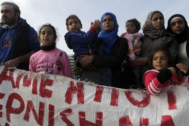 Syrian refugees continue with protest on Syntagma Square | tovima.gr