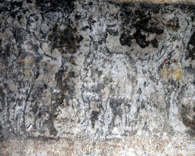 Amphipolis tomb: Intricate architrave decorations revealed | tovima.gr