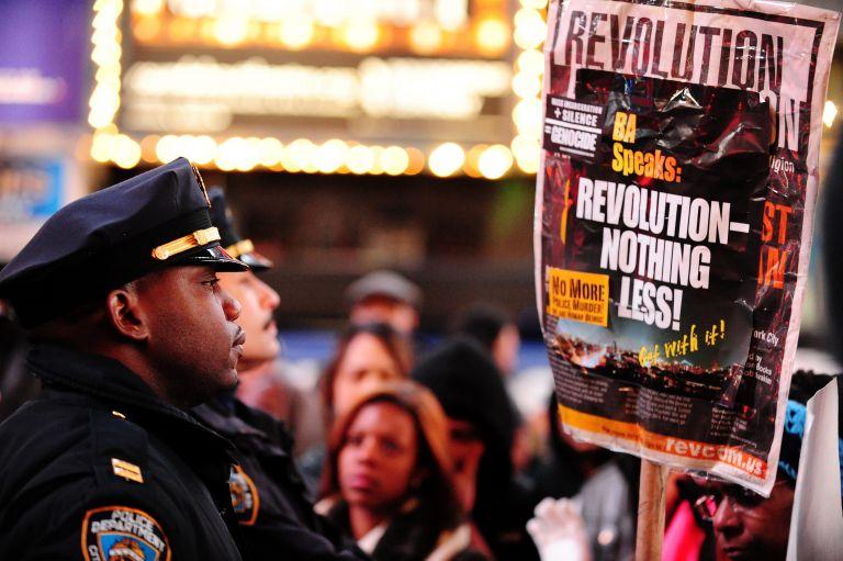 Νέα Υόρκη: Αστυνομικός πυροβολήθηκε στο κεφάλι από άγνωστο άνδρα   tovima.gr