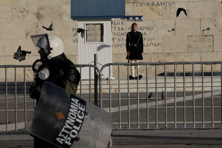 Αστυνομικοί, οι πιο φανατικοί υποστηρικτές της Χρυσής Αυγής | tovima.gr