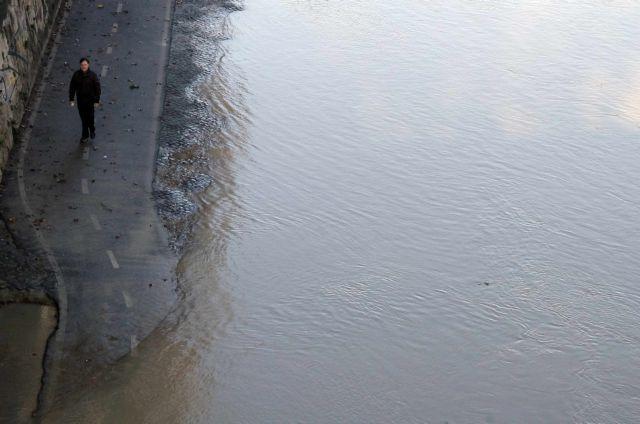 Ναρκωτικά, ορμόνες και καφεΐνη «κολυμπούν» στα ποτάμια | tovima.gr