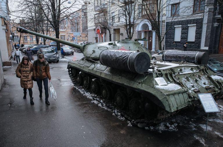 Μέρκελ και Ολάντ καλούν το Κίεβο να προχωρήσει τις μεταρρυθμίσεις | tovima.gr