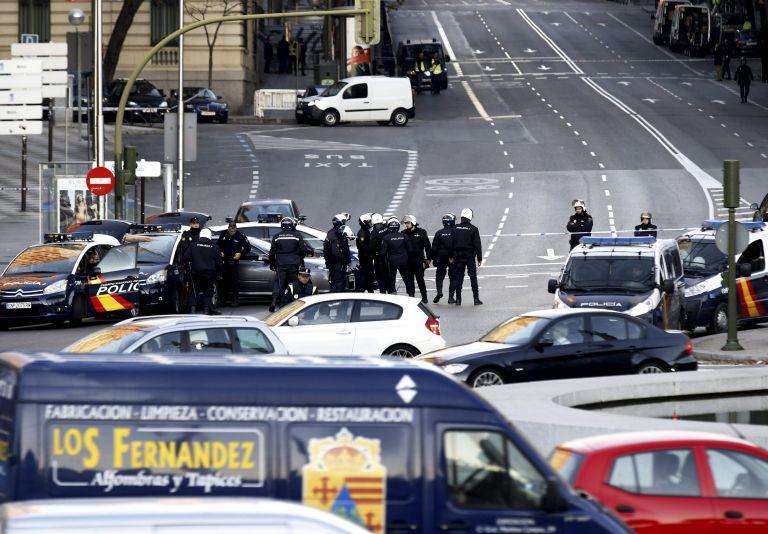 Μαδρίτη: Ανδρας έριξε αυτοκίνητο στα κεντρικά του κυβερνώντος κόμματος   tovima.gr