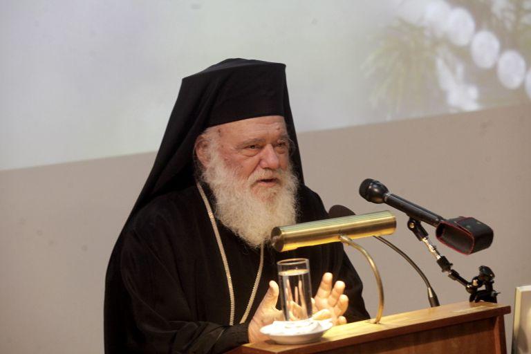 Δώρα στα παιδιά  από τον Αρχιεπίσκοπο Ιερώνυμο | tovima.gr