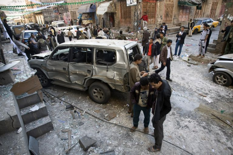 Καμικάζι σκότωσε τουλάχιστον 33 ανθρώπους στην Υεμένη | tovima.gr