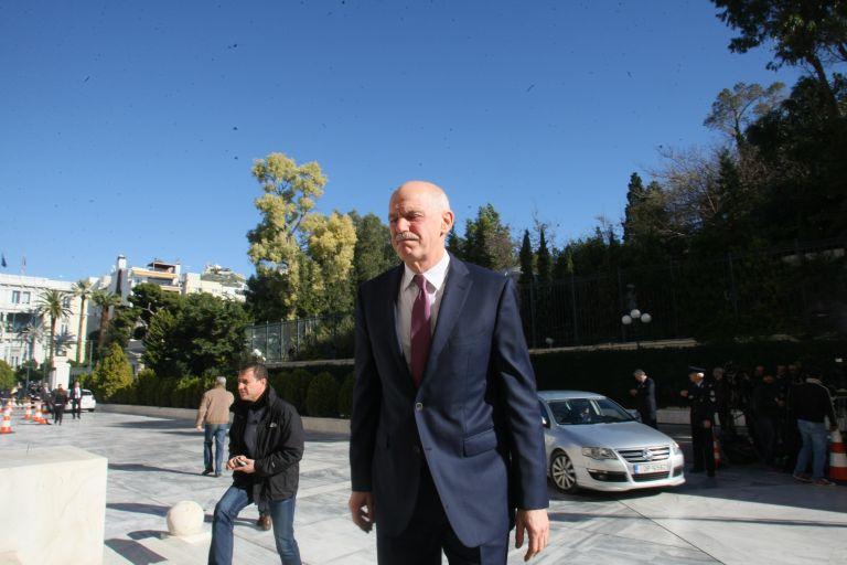 Πρωτοβουλίες για να μην προχωρήσει σε νέο κόμμα ο Γ.Παπανδρέου | tovima.gr