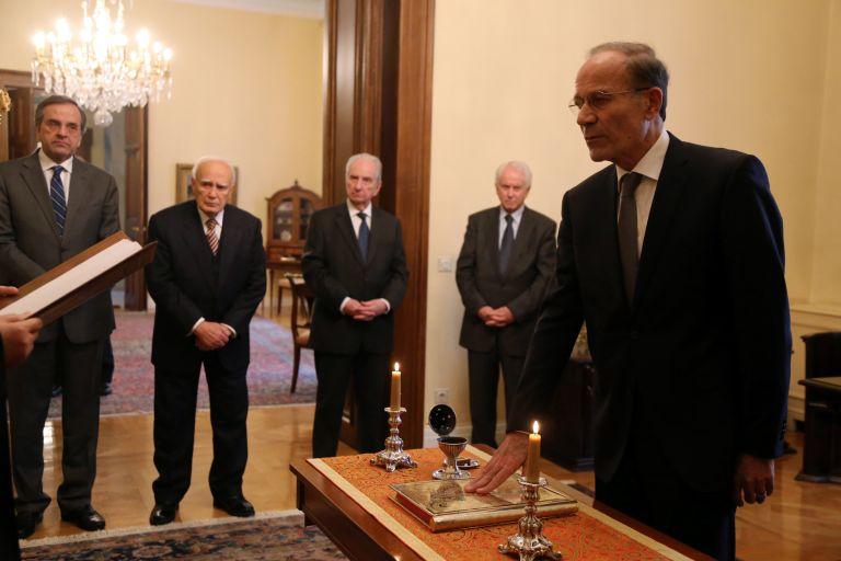 Ορκίστηκε υπηρεσιακός υπουργός Εσωτερικών ο Μ. Θεοχαρίδης   tovima.gr