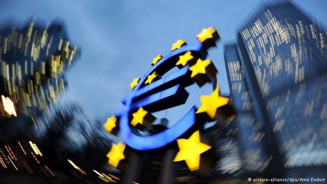 Deutsche Welle: Η «ριψοκίνδυνη» πολιτική της ΕΚΤ | tovima.gr