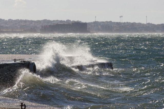 Μικροπροβλήματα στα δρομολόγια των πλοίων λόγω ισχυρών ανέμων | tovima.gr