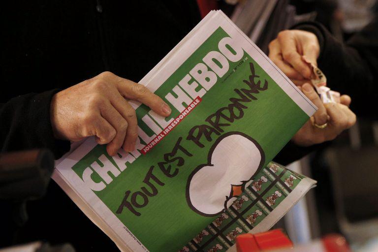 Εξαντλήθηκε και επανατυπώθηκε το τεύχος των επιζώντων του Charlie Hebdo | tovima.gr