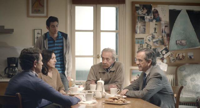 Νέο σποτ της ΝΔ: Ο Αντώνης Σαμαράς συζητά με μια οικογένεια   tovima.gr