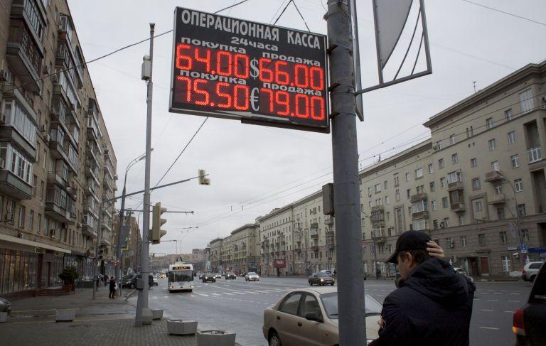 Γιατί καταρρέουν το ρωσικό ρούβλι και η τουρκική λίρα | tovima.gr