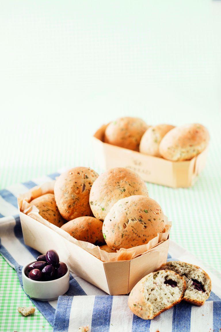 Κυπριακά ψωμάκια με ελιές και μάραθα | tovima.gr